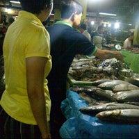 Photo taken at Pasar Petisah by Ratu Avior R. on 4/14/2013