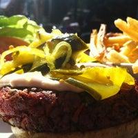 Photo taken at 5 Napkin Burger by Uriel H. on 10/1/2012