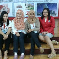 Photo taken at Universitas Stikubank (UNISBANK) by Riska Febriana R. on 10/24/2014