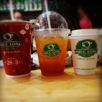 Photo taken at Phúc Long Coffee & Tea Express Mac Thi Buoi by Anh S. on 12/20/2012