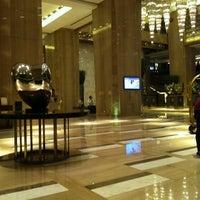 Photo taken at Sheraton Guangzhou Hotel 广州喜来登酒店 by Kozadinou K. on 11/2/2012