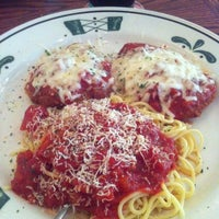 Photo taken at Olive Garden by Loree H. on 3/26/2013