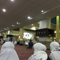 Photo taken at Masjid Agung Al Karomah Martapura by Ami S. on 7/13/2015