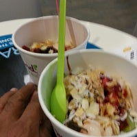 Photo taken at Yogurtland by Janash Gewan R. on 9/17/2013