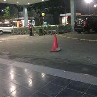 Photo taken at Giant Hypermarket by Fauzan A. on 10/1/2012