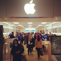 Photo taken at Apple Southdale by Kristofer L. on 11/3/2012