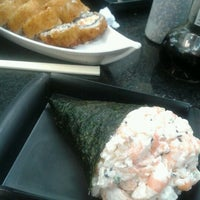 Photo taken at Sushi Redentor by Thamirys L. on 9/24/2012