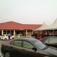 Photo taken at Pantai Jeram Restoran Ikan Bakar & Katering by نظر شه ع. on 3/29/2013