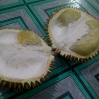 Photo taken at Raja Durian by Rista F. on 4/27/2013