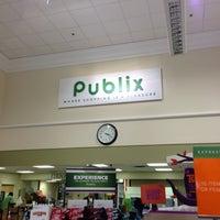 Photo taken at Publix by Felix A. R. on 9/29/2012