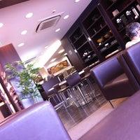 Photo taken at Lounge HSBC Premier by Vinho P. on 2/14/2013