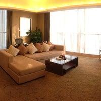 Photo taken at Sheraton Guangzhou Hotel 广州喜来登酒店 by Jubo C. on 1/22/2013