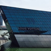 Photo taken at Louis Vuitton Island Maison by •• i v y • on 7/19/2015