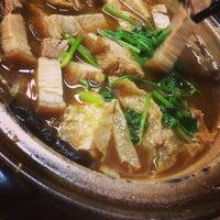 Photo taken at 新华肉骨茶 Xin Wah by Jlai on 10/16/2013