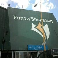 Foto tomada en Punta Shopping por Moni C. el 1/2/2014