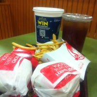 Photo taken at Wendy's by Maura P. on 7/21/2013