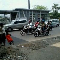 Photo taken at Halte Busway Jembatan Baru by Dinda G. on 10/14/2012