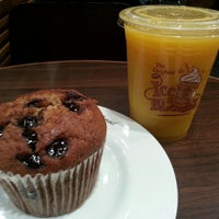 Photo taken at The Coffee Bean & Tea Leaf by Pierre R. on 10/20/2012