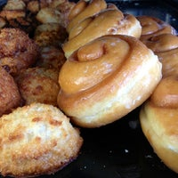 Photo taken at Yum Yum Donuts by Bil B. on 3/17/2013