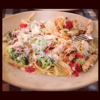 Photo taken at Italianni's Pizza, Pasta & Vino by Ceci H. on 9/23/2012