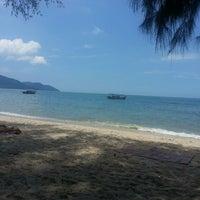 Photo taken at Batu Ferringhi Beach by Priya T. on 3/17/2013