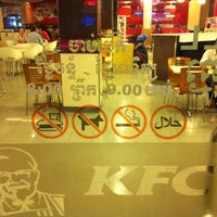 Photo taken at KFC by Aizu D. on 4/24/2014