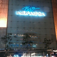 Photo taken at Plaza Indonesia by Joeri Van de Velde on 6/2/2013
