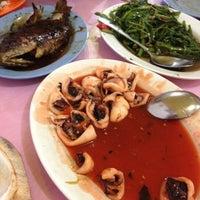 Photo taken at Kepiting Saos Super Kenari by Iwan P. on 12/30/2012