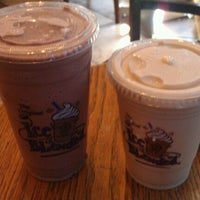 Photo taken at The Coffee Bean & Tea Leaf by Ashley W. on 11/13/2011