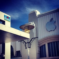 Photo taken at Apple Lincoln Road by Green J. on 8/30/2012