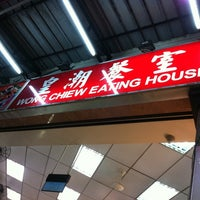 Photo taken at Wong Chiew Eating House 皇潮餐室 by Lynn T. on 2/4/2011