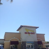 Photo taken at In-N-Out Burger by Hector L. on 5/28/2012