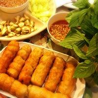 Photo taken at VT แหนมเนือง by Pinku N. on 8/14/2012