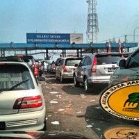 Photo taken at Pelabuhan Merak by rukmo r. on 8/18/2012