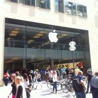 Das Foto wurde bei Apple Rosenstraße von Mihael C. am 6/23/2012 aufgenommen