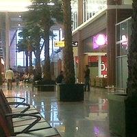 Photo taken at Sultan Syarif Kasim II International Airport (PKU) by Yudy U. on 2/10/2013