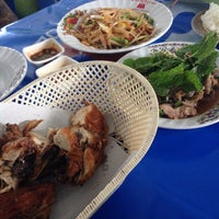 Photo taken at ไก่ทอด 8 กะทะ by !!!💃Aı̊bjuNg💫 L. on 10/26/2014
