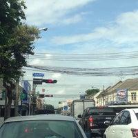 Photo taken at Chakkraphatdiphong Intersection by !!!💃Aı̊bjuNg💫 L. on 7/16/2015