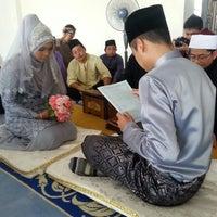 Photo taken at Bukit Mewah Mosque by Hairi T. on 5/30/2014