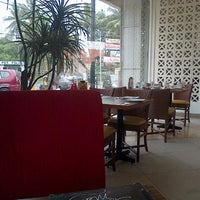 Photo taken at Pizza Hut by ndaru p. on 12/9/2012