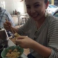 Photo taken at แปะเตียง ลูกชิ้นปลา ต้นตำหรับ by Prouymat T. on 9/10/2014