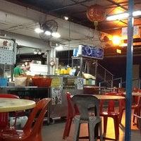 Photo taken at Lee Heng Restaurant by Ivan H. on 12/1/2012