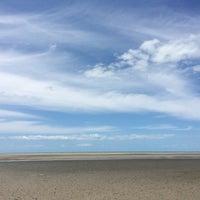 Photo taken at Toogoom Beach by Szabolcs 'csapos' P. on 11/5/2014