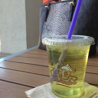 Photo taken at The Coffee Bean & Tea Leaf® by Lisa G. on 3/7/2015