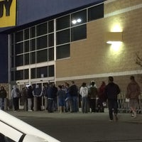 Photo taken at Best Buy by Rick M. on 11/5/2013