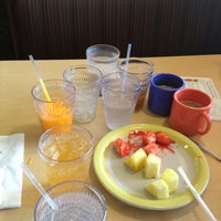 Photo taken at HomeTown Buffet by Donna Marie G. on 3/29/2013