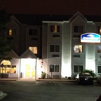 Photo taken at Howard Johnson Inn and Suites Elk Grove Village O'Hare by Roy G. on 6/26/2014