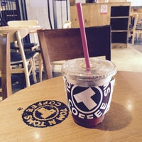 Photo taken at TOM N TOMS COFFEE by Young Jun K.🎗 on 6/10/2015