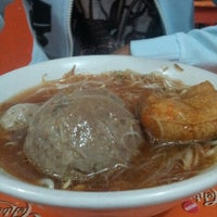 Photo taken at Mie Ayam Pak Mien by Ageng G. on 11/14/2012