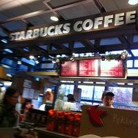 Photo taken at Starbucks by Hoa T. on 11/19/2012